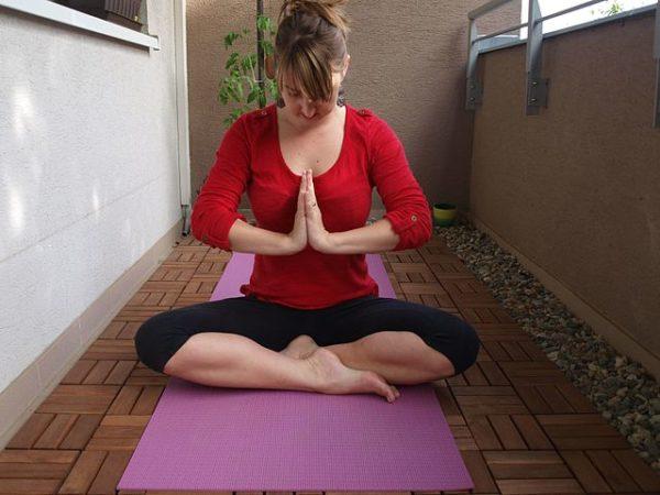 Yoga_meditation_maison