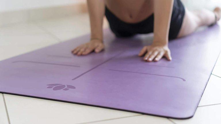 Utiliser son tapis de yoga
